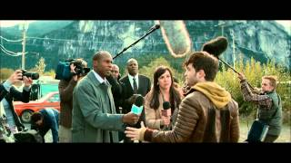 Horns (2013) Daniel Radcliffe, the scene with the reporters