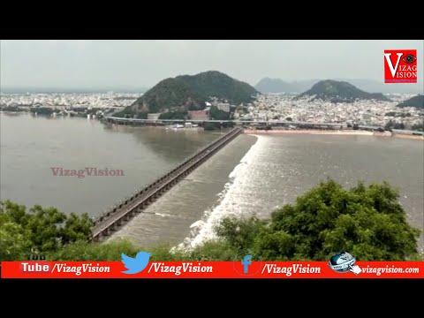 విజయవాడ ప్రకాశం బ్యారేజ్ కి కొనసాగుతున్న వరద నీటిని విడుదల చేస్తున్న అధికారులు Vizagvision