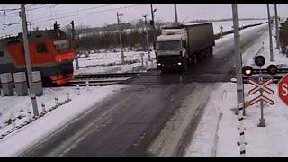 Два поезда сбивают грузовик. Казахстан. Страшная авария. Шокирующее видео. 2014