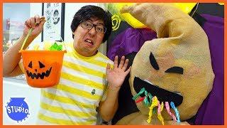 Halloween DISNEY VILLAIN Scary Door Decorating Challenge!!!