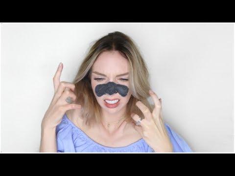 Le masque pour la personne le peroxyde avec le savon