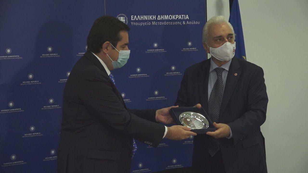 Συνάντηση υπουργού Μετανάστευσης και Ασύλου με τον πρόεδρο του Ελληνικού Ερυθρού Σταυρού