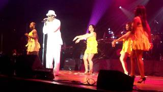 Charlie Wilson Performs Magic Live