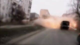 Смотреть онлайн Съемка видеорегистратора: обстрел Мариуполя