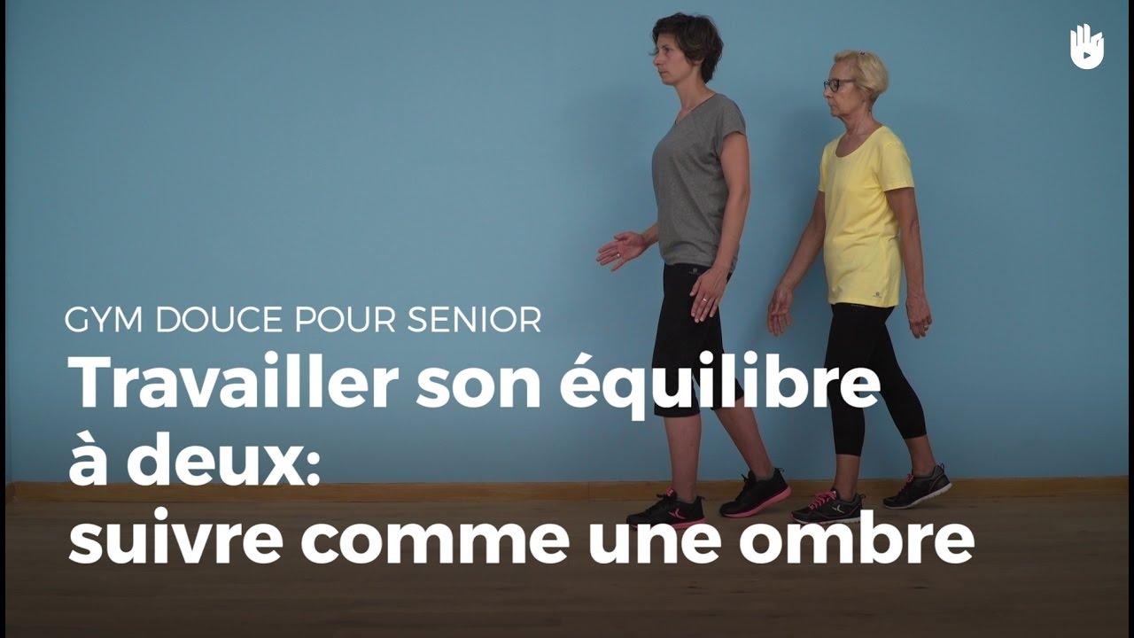 exercice d 39 quilibre avec un partenaire suivre comme une ombre exercices de gym douce pour. Black Bedroom Furniture Sets. Home Design Ideas