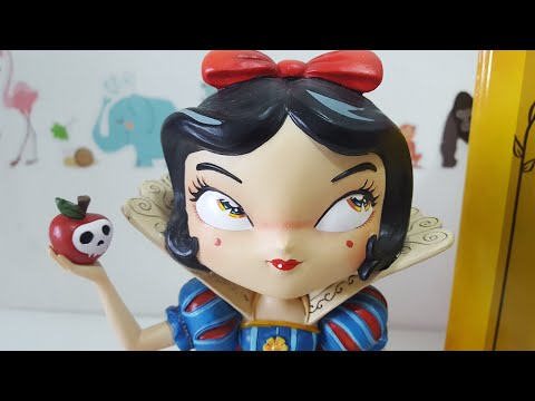 Disney Snow White! Miss Mindy by Enesco  Disney Showcase