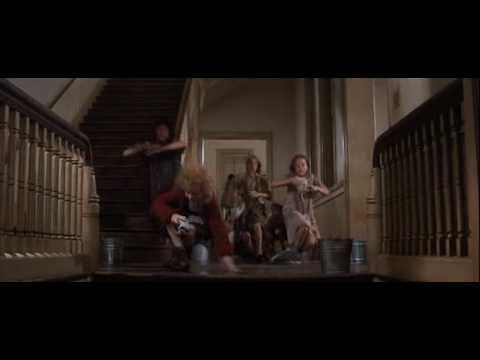 Annie Clip 'Hard Knock Life'