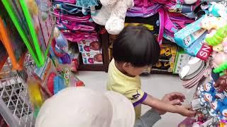 Tin đi siêu thị sắm đồ Tết, Chợ Tết đông vui quá - Baby shopping