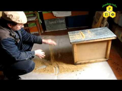 Просев восковой крошки от подмора пчёл