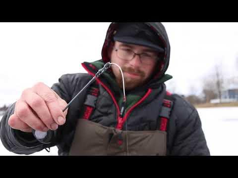 Inverno pescando su orli di Khabarovsk sui fiumi di montagna