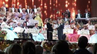 "André Rieu & Jermaine Jackson - ""When the rain begins to fall"" - Maastricht 12. july 2013"
