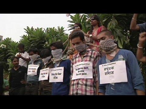 Celebraciones en la India por la pena capital contra cuatro hombres que violaron a una joven