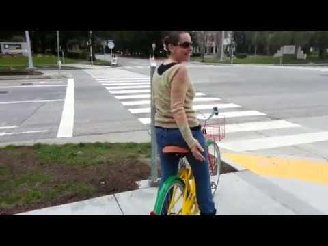 Shannon & I borrow Google bikes & visit Android.