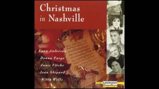 Kitty Wells -  Silent Night (1990's version)