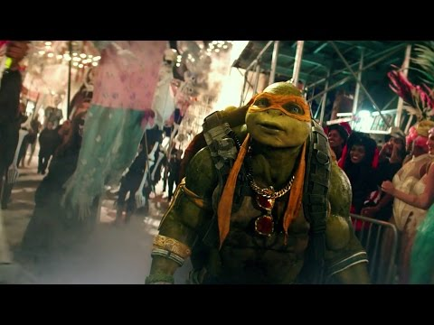 Teenage Mutant Ninja Turtles: Out of the Shadows (Clip 'Halloween Parade')