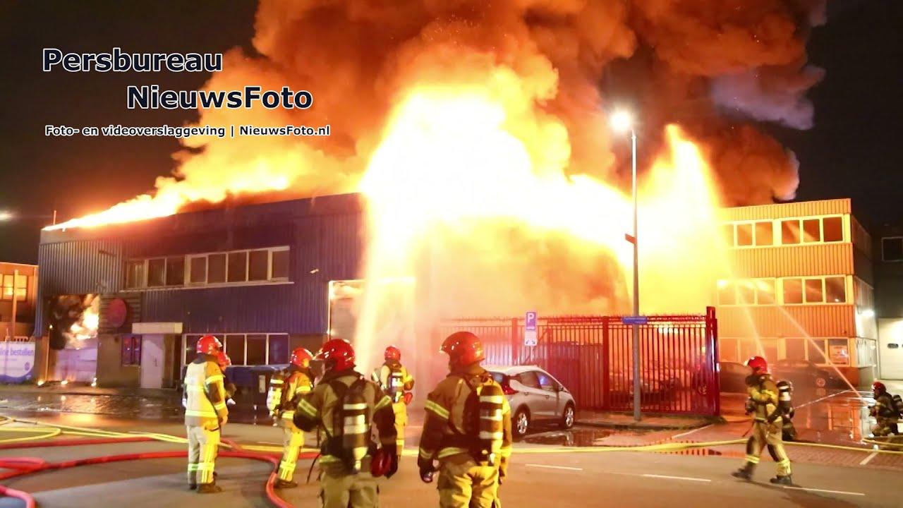 Grote brand in opslagloods met foodtrucks in Amsterdam 05-08-2021