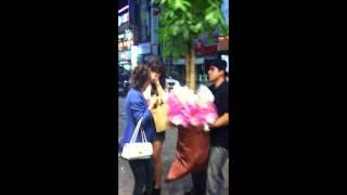 How to impress korean girls? Learn from a brazilian guy!