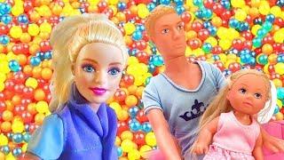 Las aventuras de Evi. Vídeos de Barbie muñecas. Juguetes para niñas.