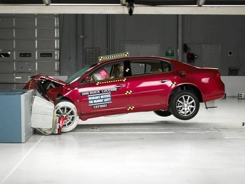 2006 Buick Lucerne Overlap IIHS Crash Test Video