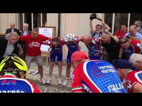 La partenza dei ciclisti per la Grecia