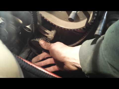 Der Sensor des Benzins von den Händen