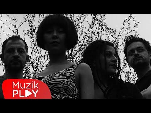 Serin - Bir Çocuk Sevdim (Official Lyric Video) Sözleri