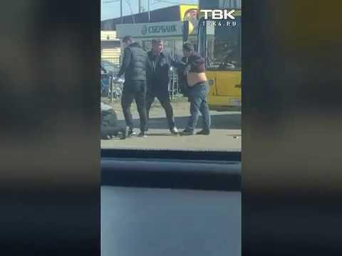 Драка водителей на дороге в Красноярске