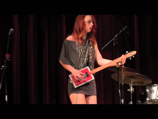Samantha-fish-band-shake