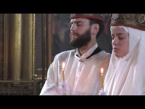 Как ставит свечи в 3 церквях
