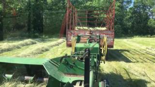 Baling with the John Deere 24T