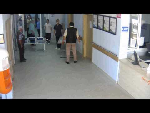 Terme Devlet Hastanesinde Tedaviyi Beğenmeyen Hasta 3 Kişiyi Bıçakladı