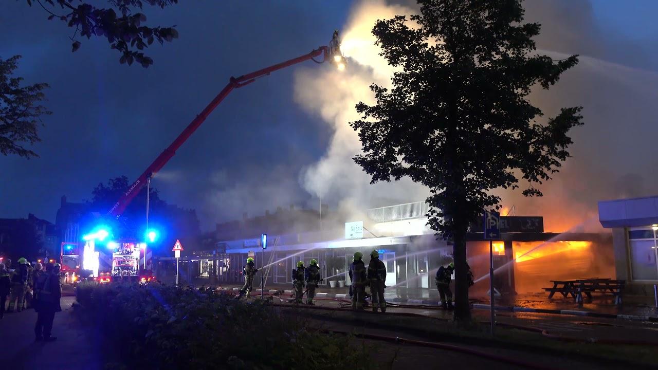 Bergen: grote brand snackbar Bello