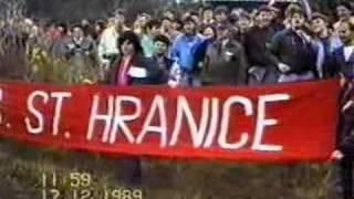 preview picture of video 'Břeclav 1989 - revoluce 7.část - setkání na státní hranici'
