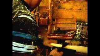 preview picture of video 'Cómo hacer un un bate de majagüa - Hubert.-Maffo, Contramaestre, Cuba. Dic-2009'