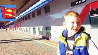 Двухэтажный поезд едем в Москву подарки Леве от РЖД