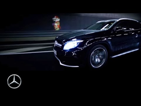 Mercedes-Benz TV: The GLA meets Super Mario.