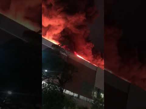 Asi fue el voraz incendio registrado en centro comercial de Barranquilla