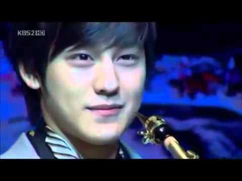 Ga Eul and Yi Jeong   Saxophone Scene