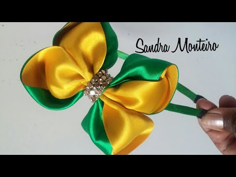 Laço com as cores do Brasil