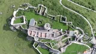 preview picture of video 'DJI Phantom 2 flying over the castle Spišský hrad 4'