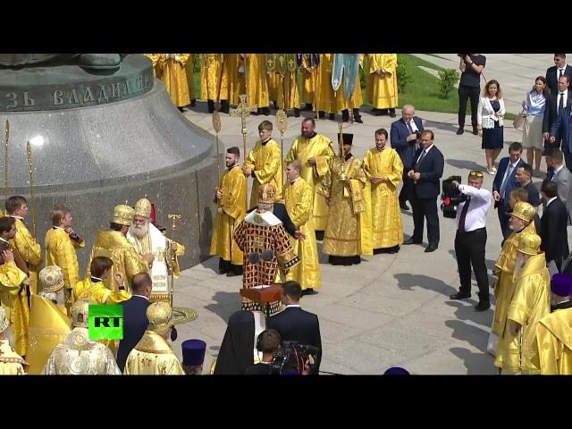 Трансляция торжественного богослужения на Соборной площади Москвы в честь 1030-летия Крещения Руси