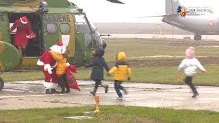 Moș Crăciun a sosit cu elicopterul la Baza 90