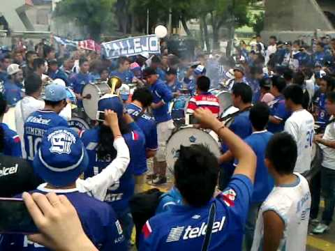 """Caravana - La Sangre azul 20/07/2013"" Barra: La Sangre Azul • Club: Cruz Azul"