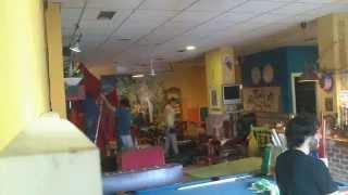 preview picture of video 'Cosas que ocurren un miércoles cualquiera en Cafe Dakar Pinto'