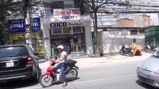 Смотреть онлайн Водитель Мерса неудачно сдал назад, Вьетнам