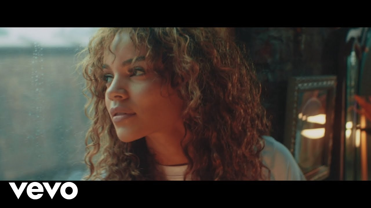 Leslie Grace, Justin Quiles, Play-N-Skillz — Sola