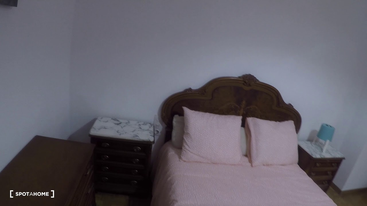 Sunny room with couples allowed in 6-bedroom apartment, Algirós