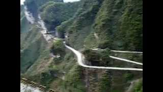 preview picture of video 'Поездка по серпантину в Zhangjiajie'
