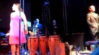 pink martini - anna(el negro zumbon) [live at Alacati, 2008]