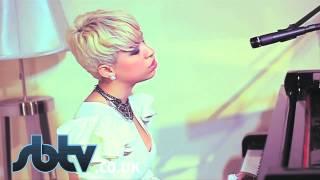 "Лондон, SB.TV - Karina Pasian - ""When You're In Love"" - A64"